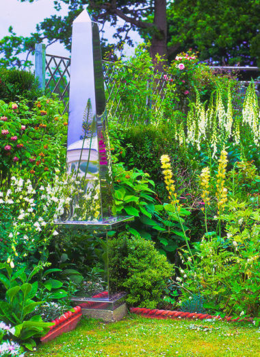 Obelisk-in-garden