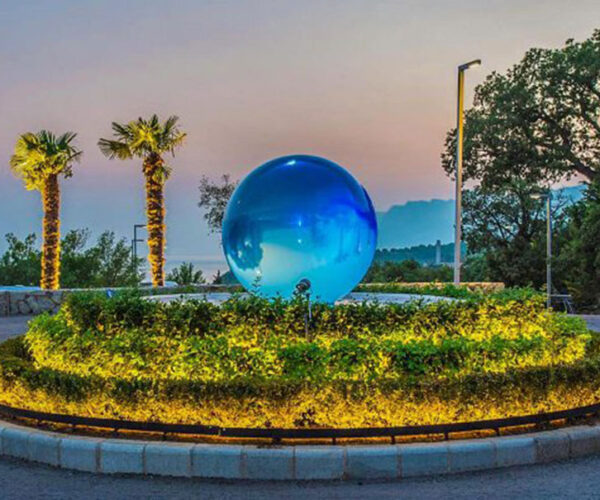 blue-aqualens-sphere-fountain-resort