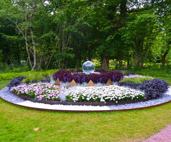sphere-founain-in-swedish-garden