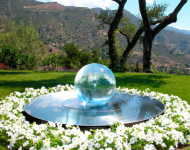sphere-fountain-whiteflowers